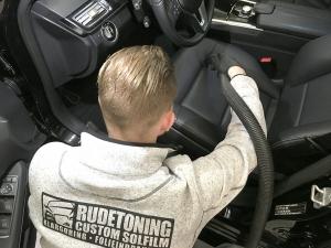 Ozonmaskine til fjernelse af dårlig lugt i bilen